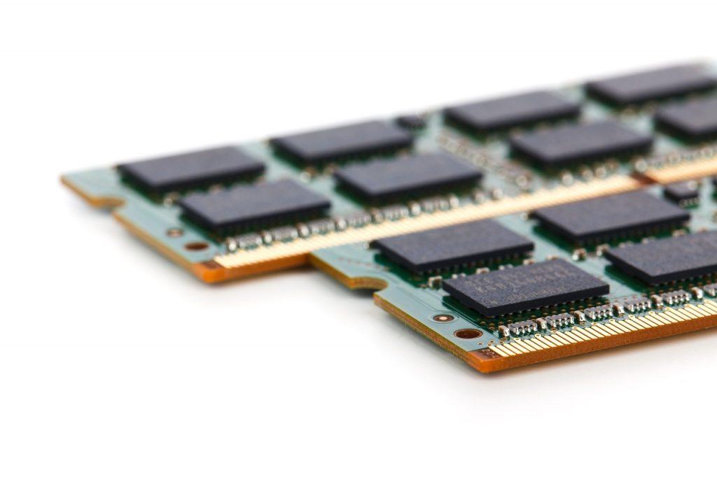 Z pamięcią RAM nie ma co przesadzać. 6-8 GB wystarczy większości użytkowników.