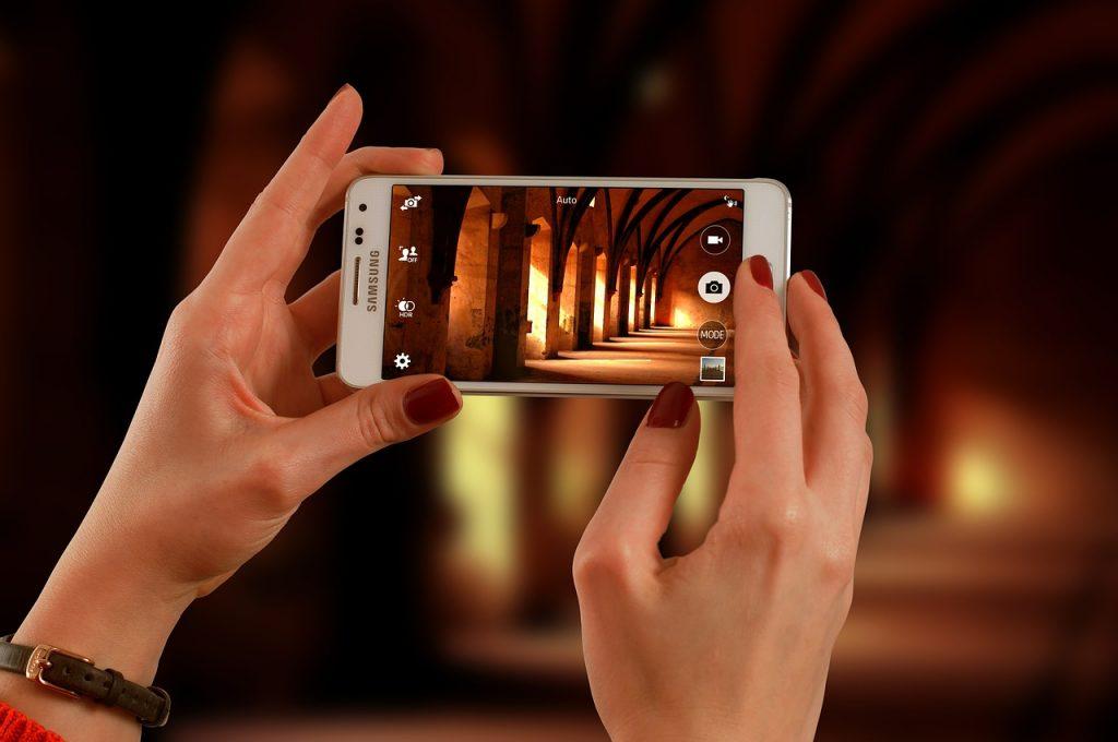 Smartfony wielu osobom zastępują aparat cyfrowy.
