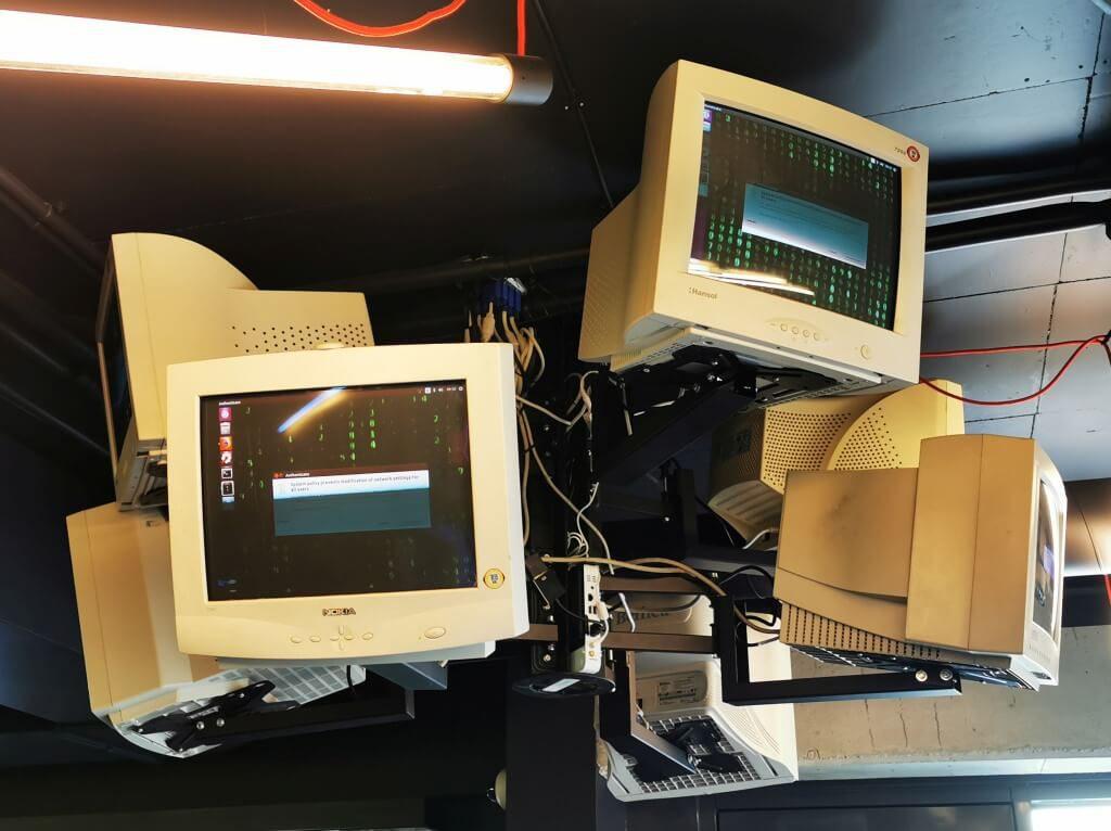 Monitory CRT - Binarium